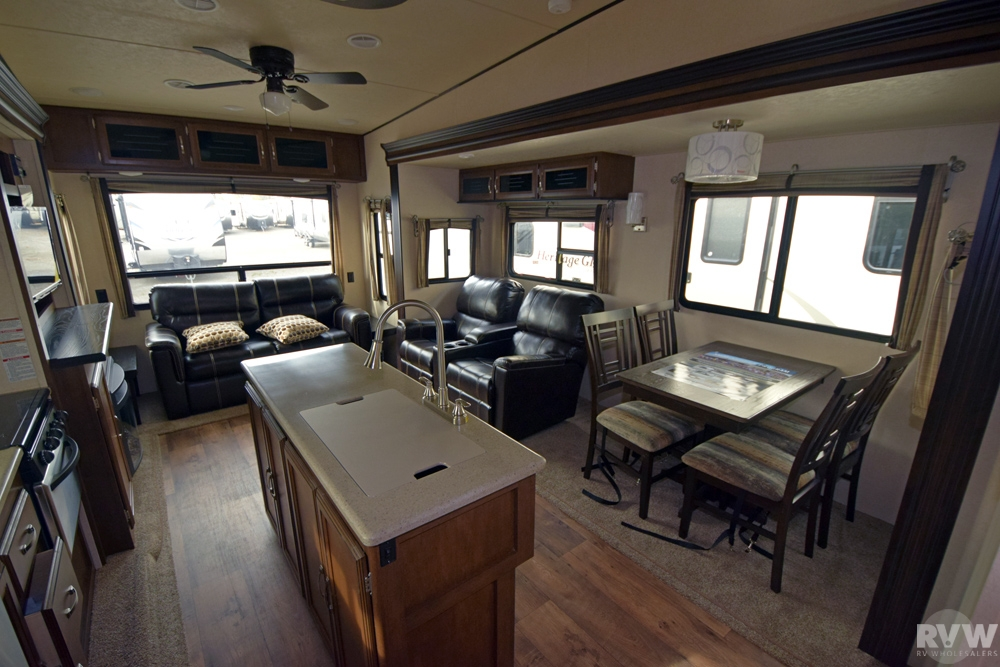 Click here to see the New 2017 Heritage Glen Lite 368RLBHK Fifth Wheel by Forest River at RVNation.us