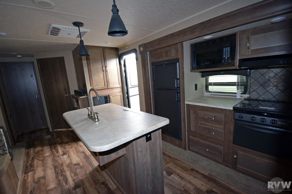 Click here to see the New 2017 Puma 32DBKS Travel Trailer by Palomino at RVNation.us