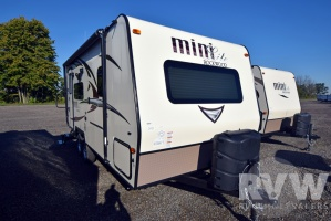 2017 Rockwood Mini Lite 2109S by Forest River