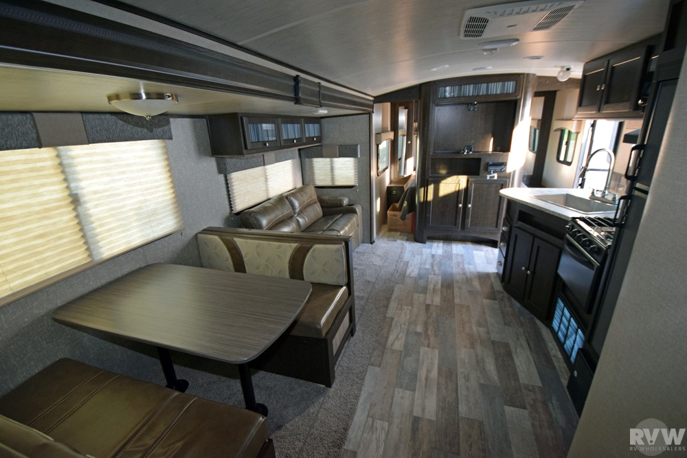 Click here to see the New 2017 Shadow Cruiser 280QBS Travel Trailer by Cruiser RV at RVWholesalers.com