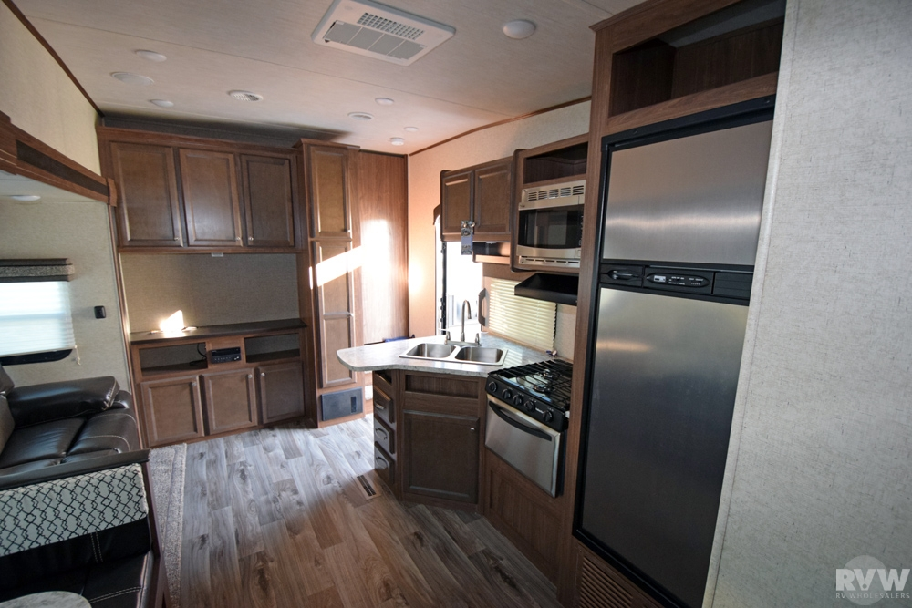 Click here to see the New 2017 Elkridge Express E326 Fifth Wheel by Heartland RV at RVNation.us