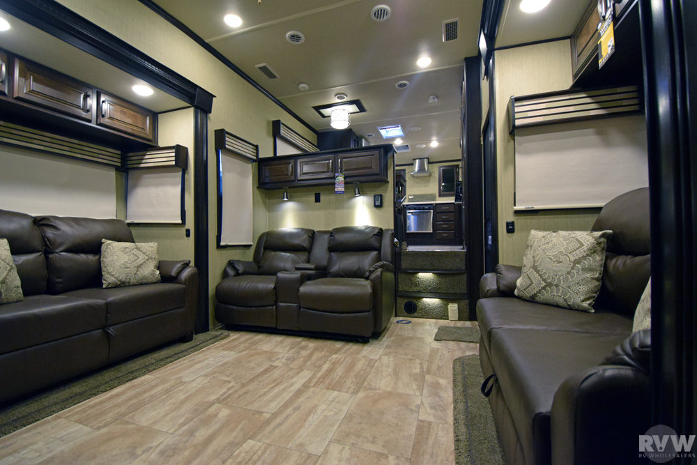 New 2017 Columbus 386fk Fifth Wheel By Palomino At