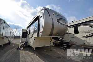 2017 Columbus Compass Series 298RLC by Palomino