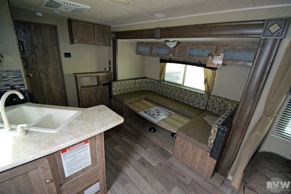 Click here to see the New 2017 Puma XLE 29FQC Toy Hauler Travel Trailer by Palomino at RVWholesalers.com