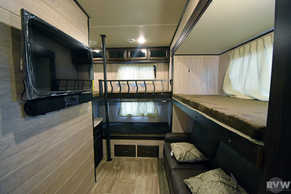 Click here to see the New 2017 Columbus Compass Series 374BHC Fifth Wheel by Palomino at RVNation.us