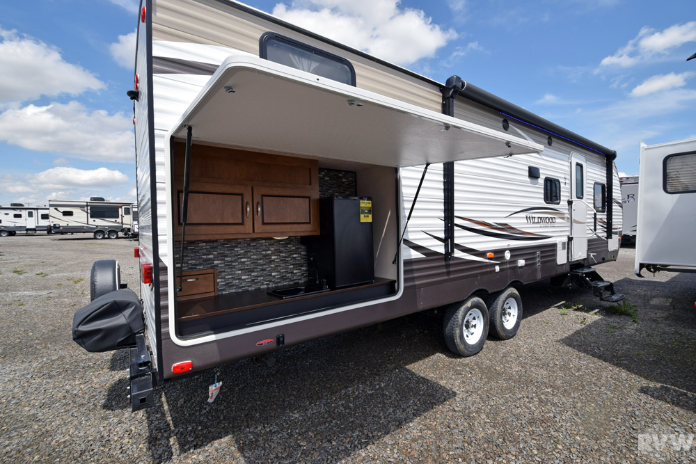 Click here to see the New 2018 Wildwood 30KQBSS Travel Trailer by Forest River at RVWholesalers.com