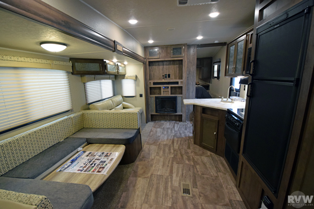 Click here to see the New 2017 Puma 259RBSS Fifth Wheel by Palomino at RVNation.us