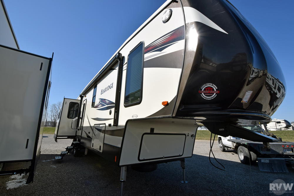 Click here to see the New 2017 Elkridge 39MBHS Fifth Wheel by Heartland RV at RVWholesalers.com