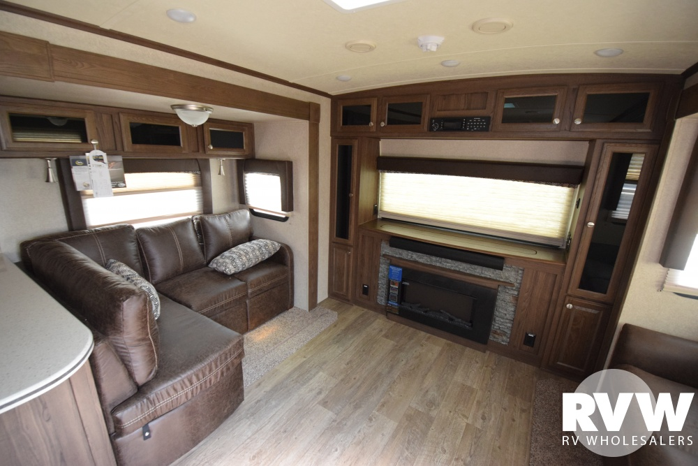Click here to see the New 2018 Rockwood Signature Ultra Lite 8324BS Travel Trailer by Forest River at RVNation.us