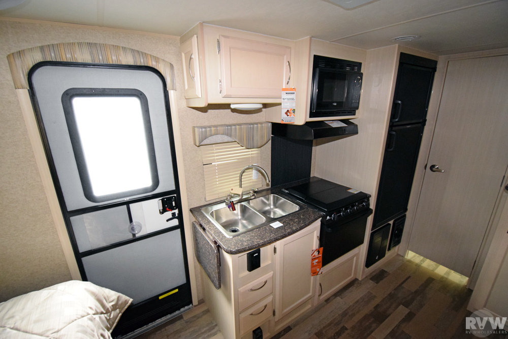 Click here to see the New 2018 Micro Minnie 2106DS Travel Trailer by Winnebago at RVWholesalers.com