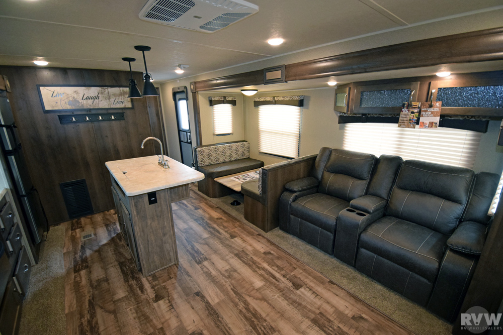 Click here to see the New 2017 Puma 31RLQS Travel Trailer by Palomino at RVNation.us
