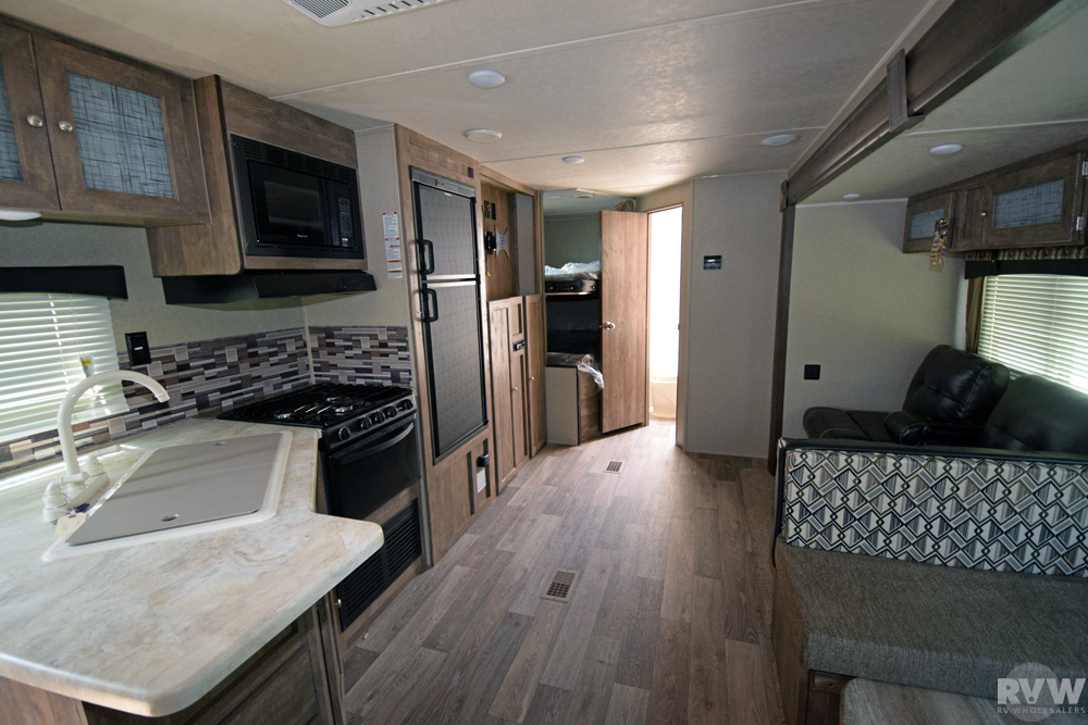 Click here to see the New 2018 Puma XLE 27RBQC Travel Trailer by Palomino at RVNation.us