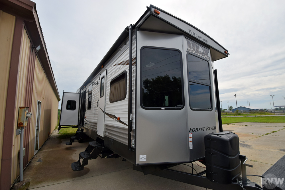 Click here to see the New 2018 Wildwood DLX 400RETS Park Trailer by Forest River at RVWholesalers.com