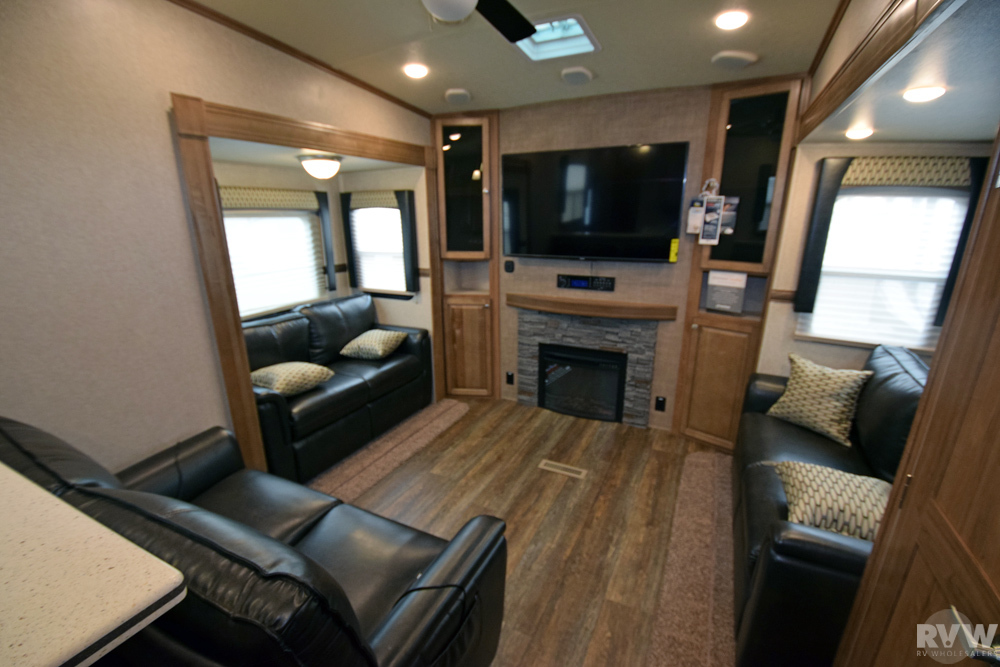 Click here to see the New 2018 Rockwood Signature Ultra Lite 8298WS Fifth Wheel by Forest River at RVWholesalers.com