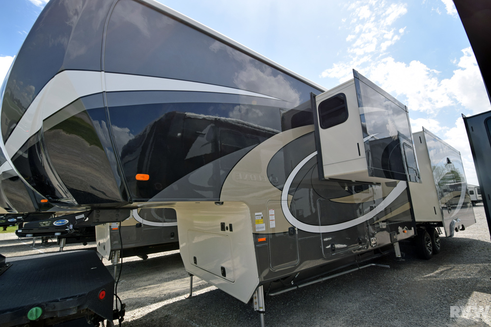 Click here to see the New 2018 Landmark 365 Newport Fifth Wheel by Heartland RV at RVWholesalers.com