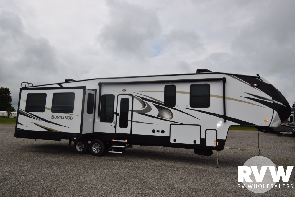 Click here to see the New 2018 Sundance 3710MB Fifth Wheel by Heartland RV at RVWholesalers.com