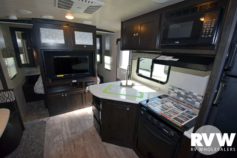 Click here to see the New 2018 North Trail 24BHS Travel Trailer by Heartland RV at RVWholesalers.com