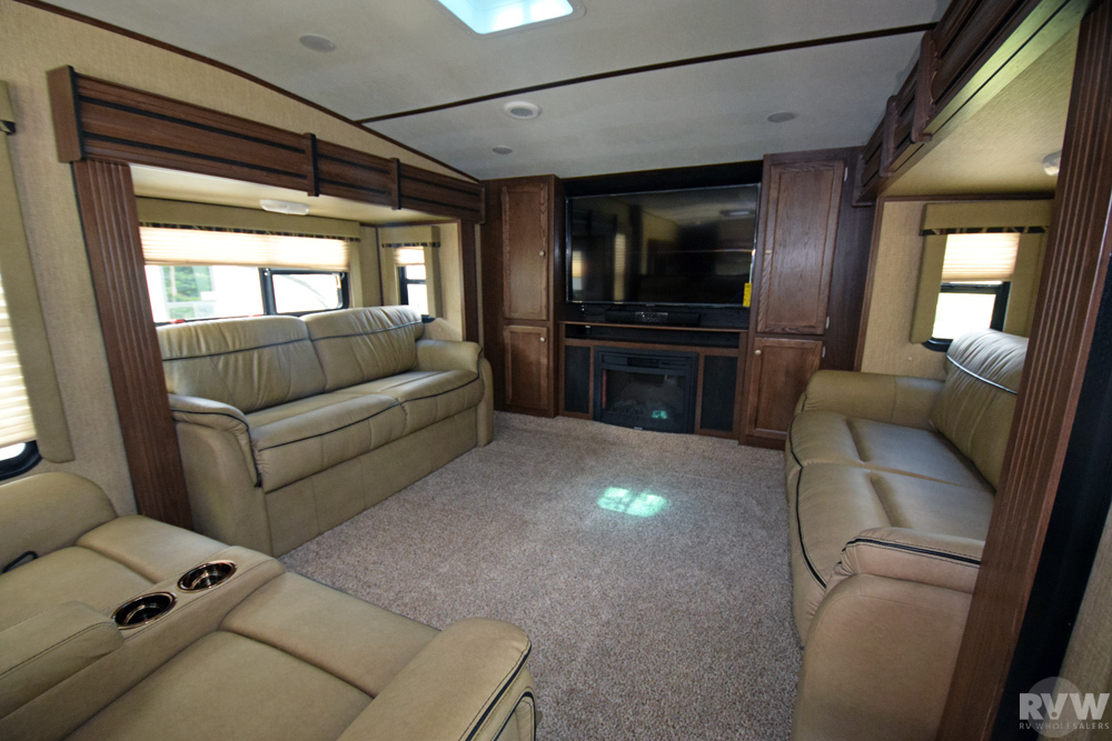 Click here to see the New 2018 Sprinter 334FWFLS Fifth Wheel by Keystone RV at RVWholesalers.com