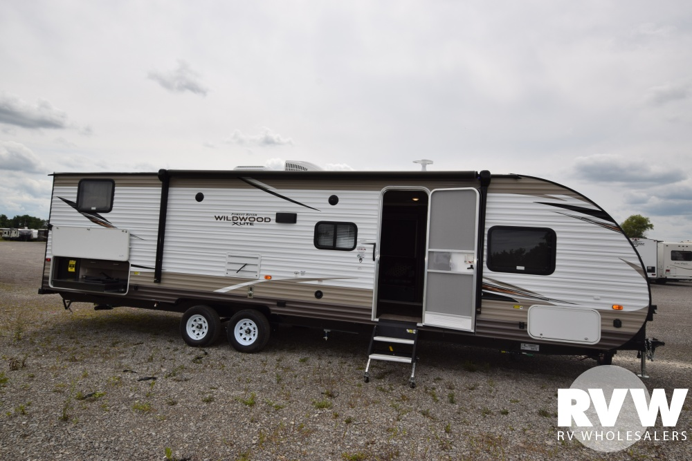 Click here to see the New 2018 Wildwood XLite 282QBXL Travel Trailer by Forest River at RVWholesalers.com