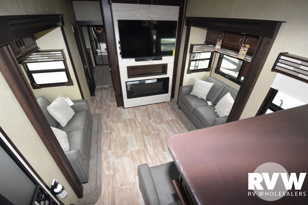 Click here to see the New 2018 Columbus 386FK Fifth Wheel by Palomino at RVWholesalers.com