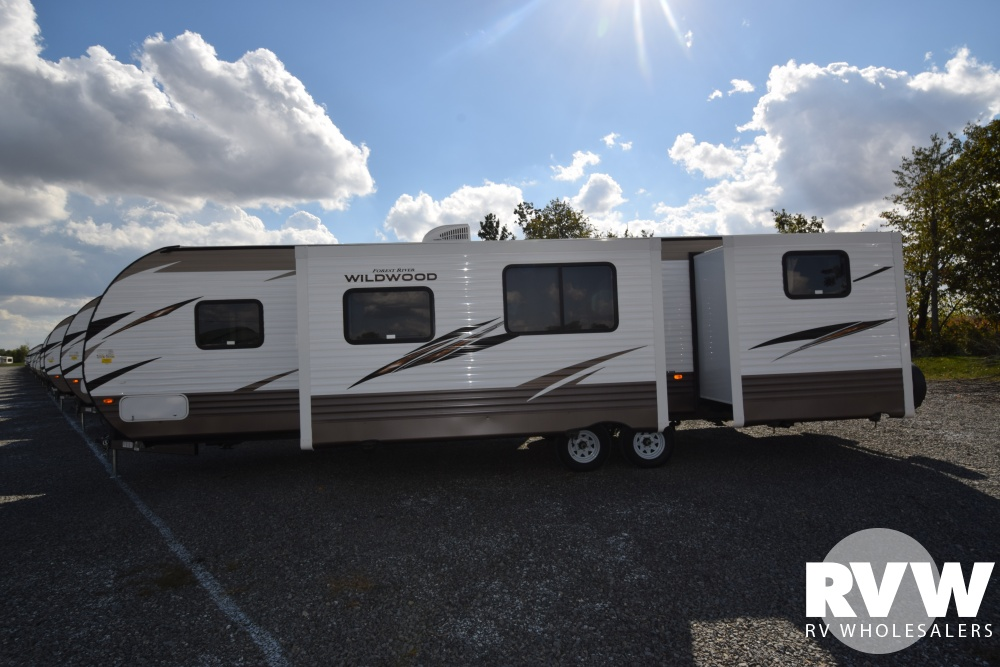 Click here to see the New 2018 Wildwood 31KQBTS Travel Trailer by Forest River at RVNation.us