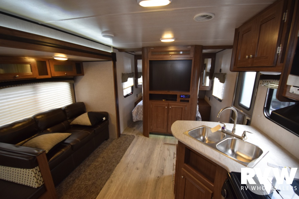 Click here to see the New 2018 Prowler Lynx 30LX Travel Trailer by Heartland RV at RVWholesalers.com