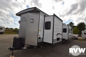 2018 Wildwood DLX 4002Q by Forest River