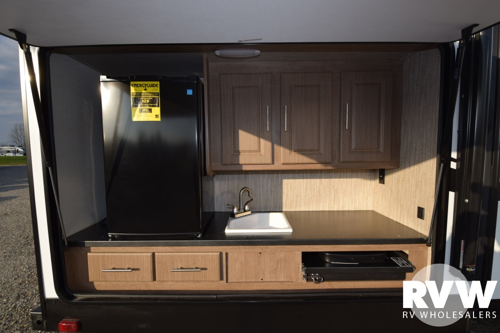 Click here to see the New 2018 Fun Finder Xtreme Lite 31BH Travel Trailer by Cruiser RV at RVWholesalers.com