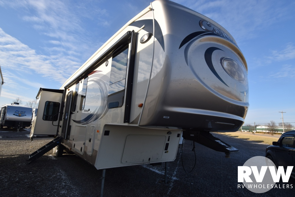 Click here to see the New 2018 Columbus 377MB Fifth Wheel by Palomino at RVWholesalers.com