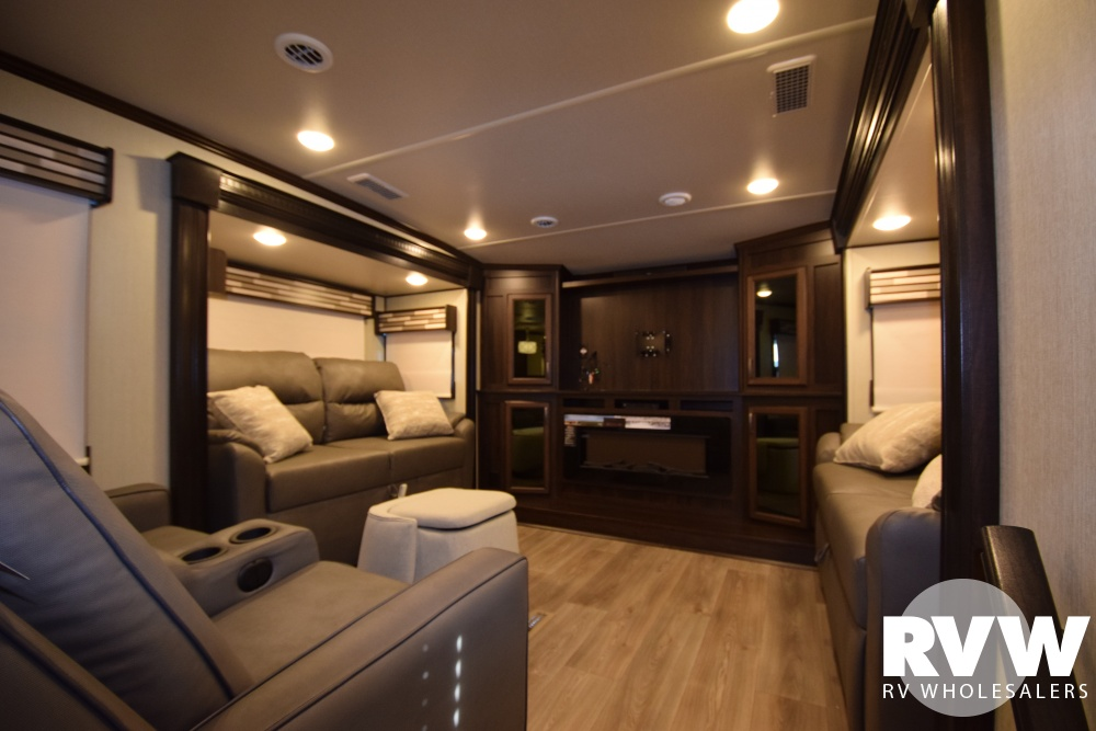 Click here to see the New 2018 Columbus 389FL Fifth Wheel by Palomino at RVWholesalers.com