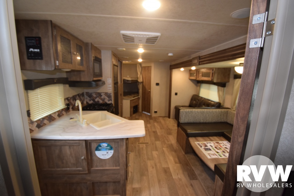 Click here to see the New 2018 Puma XLE 27RBQC Travel Trailer by Palomino at RVWholesalers.com