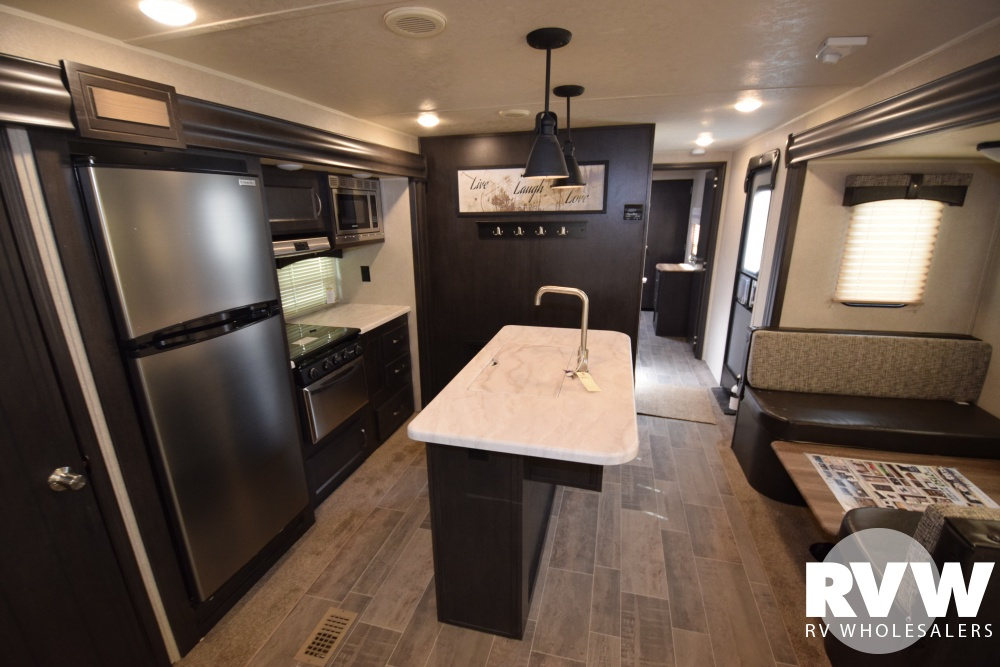 Click here to see the New 2018 Puma 31RLQS Travel Trailer by Palomino at RVWholesalers.com