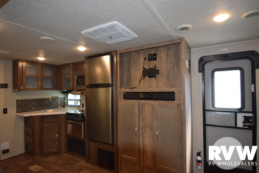 Click here to see the New 2018 Puma 28FQDB Travel Trailer by Palomino at RVWholesalers.com