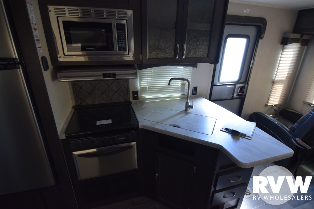 Click here to see the New 2018 Puma 27RLSS Travel Trailer by Palomino at RVWholesalers.com