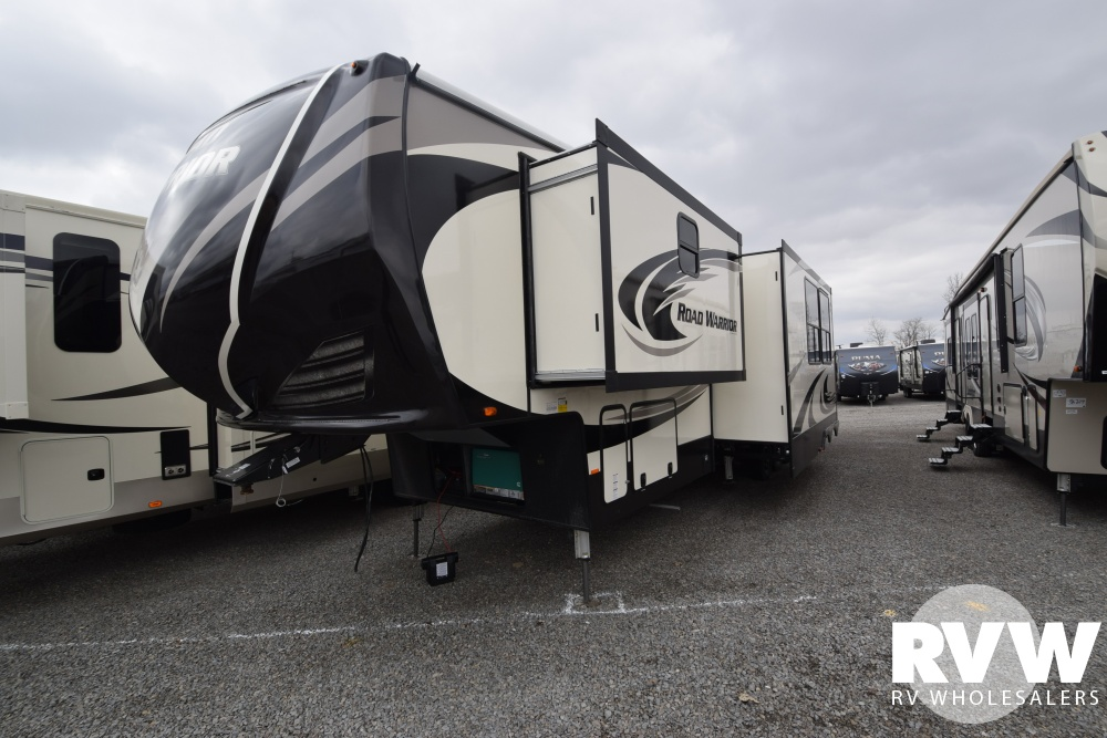 Click here to see the New 2018 Road Warrior 427 Toy Hauler Fifth Wheel by Heartland RV at RVWholesalers.com