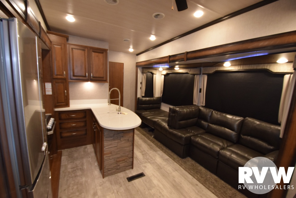 Click here to see the New 2018 Elkridge 38RSRT Fifth Wheel by Heartland RV at RVWholesalers.com