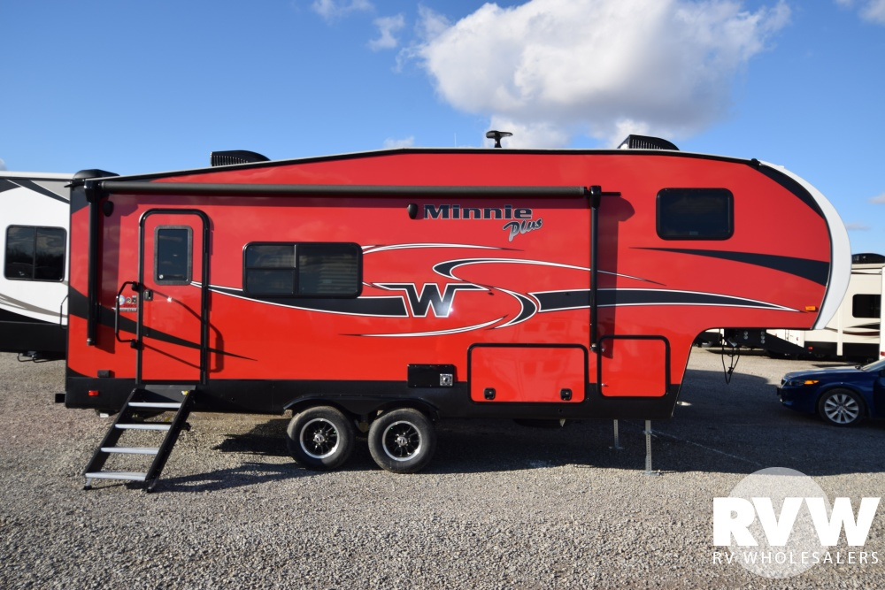 Click here to see the New 2018 Winnebago Minnie Plus 25RKS Fifth Wheel by Winnebago at RVNation.us