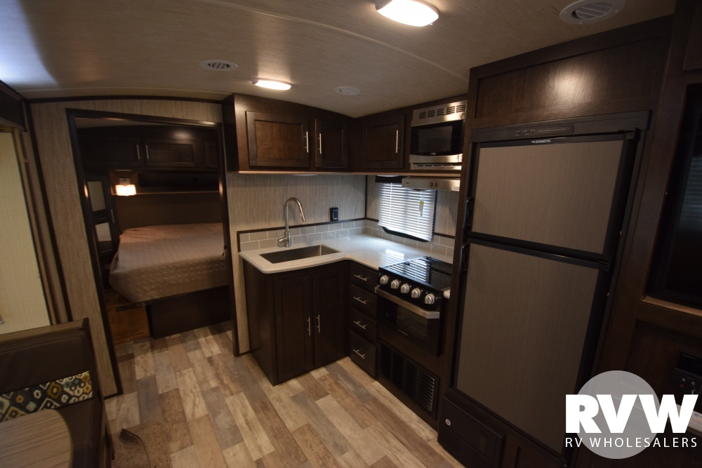 Click here to see the New 2018 Fun Finder Xtreme Lite 27Bh Travel Trailer by Cruiser RV at RVNation.us