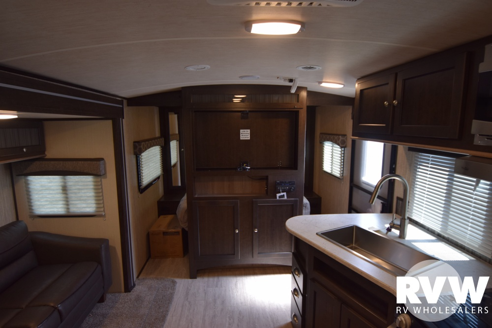 Click here to see the New 2018 Shadow Cruiser 280QBS Travel Trailer by Cruiser RV at RVWholesalers.com