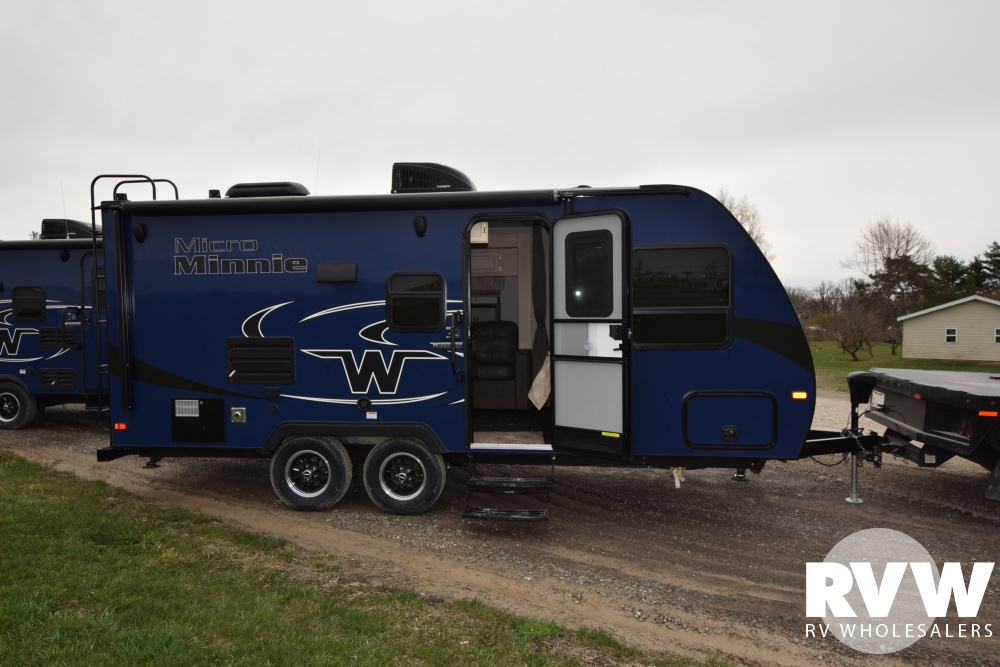 Click here to see the New 2018 Winnebago Micro Minnie 2106FBS Travel Trailer by Winnebago at RVWholesalers.com