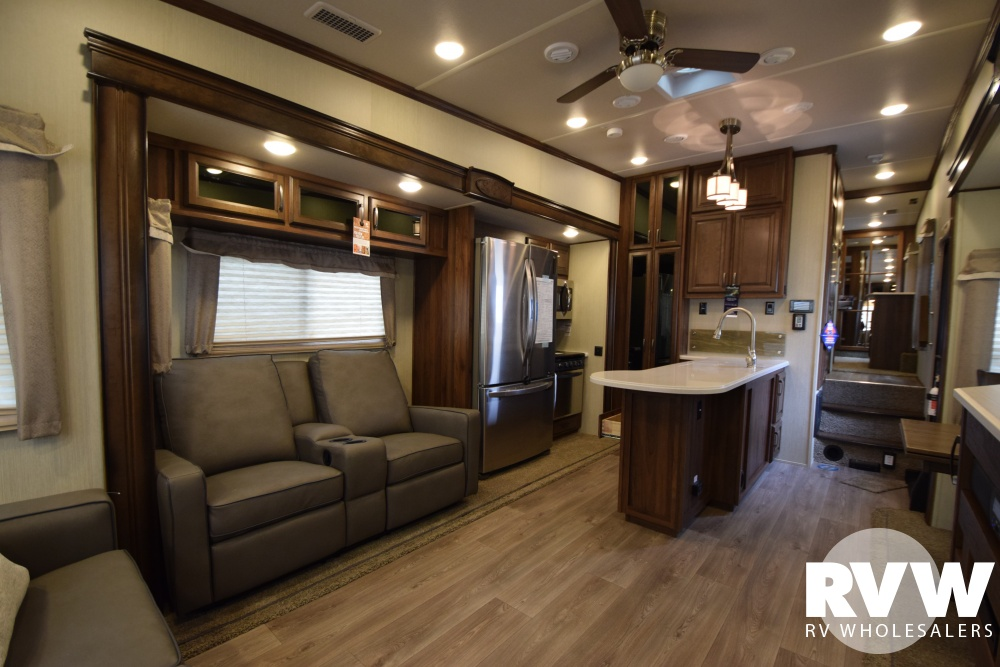 Click here to see the New 2018 Columbus Compass Series 298RLC Fifth Wheel by Palomino at RVWholesalers.com