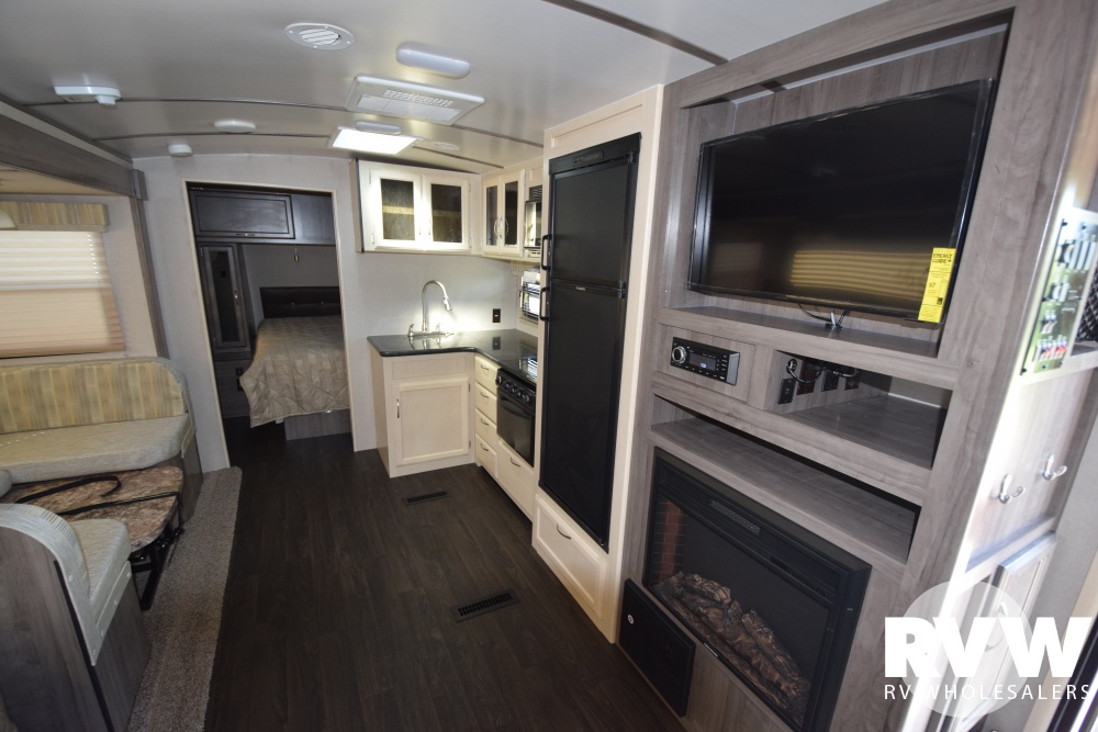 Click here to see the New 2019 Winnebago Minnie Plus 26RBSS Travel Trailer by Winnebago at RVNation.us