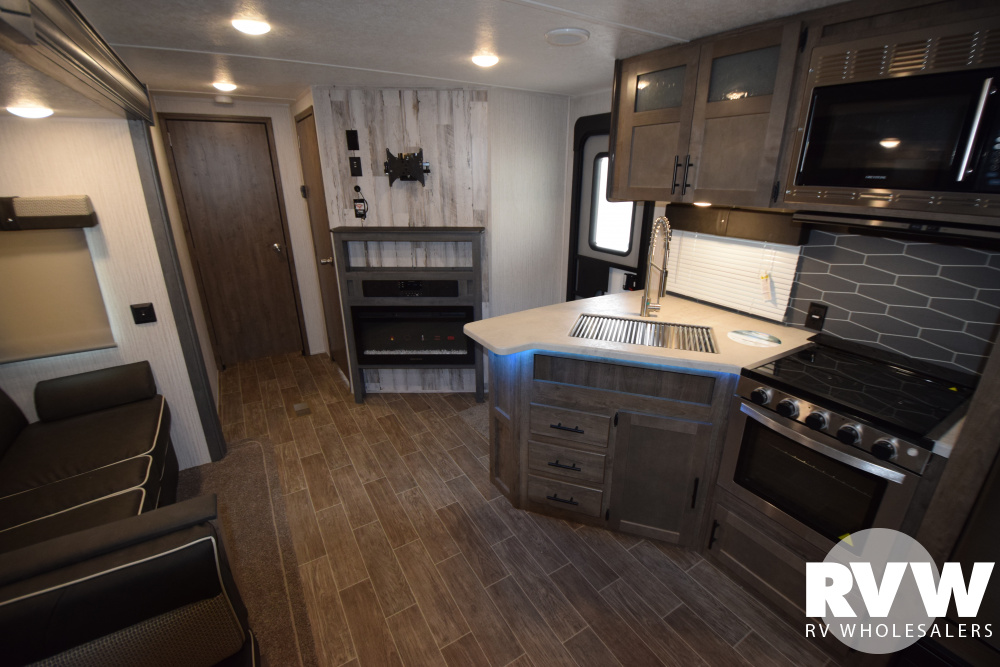 Click here to see the New 2020 Puma 32BHQS Travel Trailer by Palomino at RVNation.us
