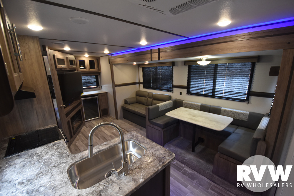 Click here to see the New 2020 Zinger 299RE Travel Trailer by Crossroads at RVWholesalers.com