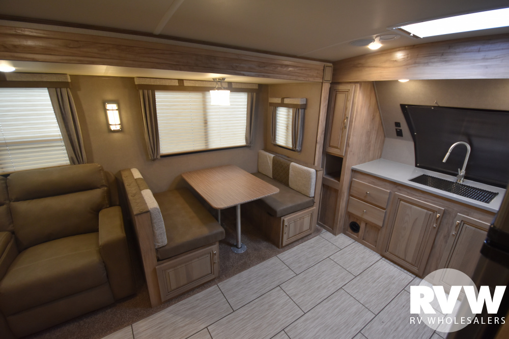 Click here to see the New 2020 Solaire Ultra Lite 260FKBS Travel Trailer by Palomino at RVWholesalers.com