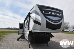 2021 Heartland Elkridge 37BAR Fifth Wheel: image 1