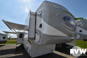 2021 Palomino Columbus 382FB Fifth Wheel: image 1