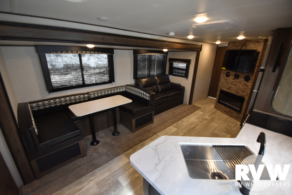 Click here to see the New 2021 Avenger 29QBS Travel Trailer by Prime Time RV at RVWholesalers.com