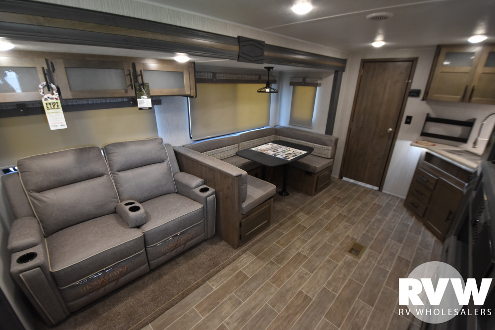Click here to see the New 2021 Puma 31QBBH Travel Trailer by Palomino at RVWholesalers.com