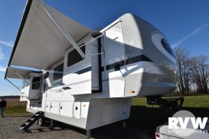 2021 Palomino Columbus River Ranch 390RL Fifth Wheel: image 1
